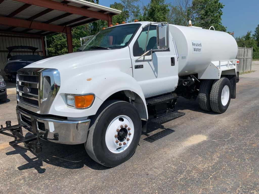 2007 Ford F750 2000GL Water Truck (1)