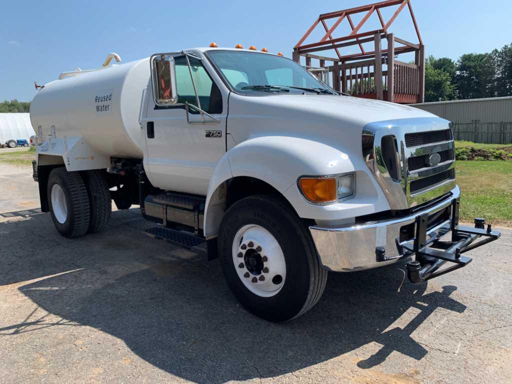2007 Ford F750 2000GL Water Truck (2)