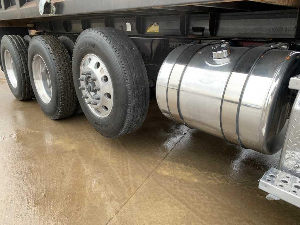 2011 FLD Tri Dump Truck (3)