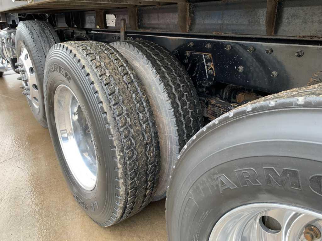 2011 FLD Tri Dump Truck (6)