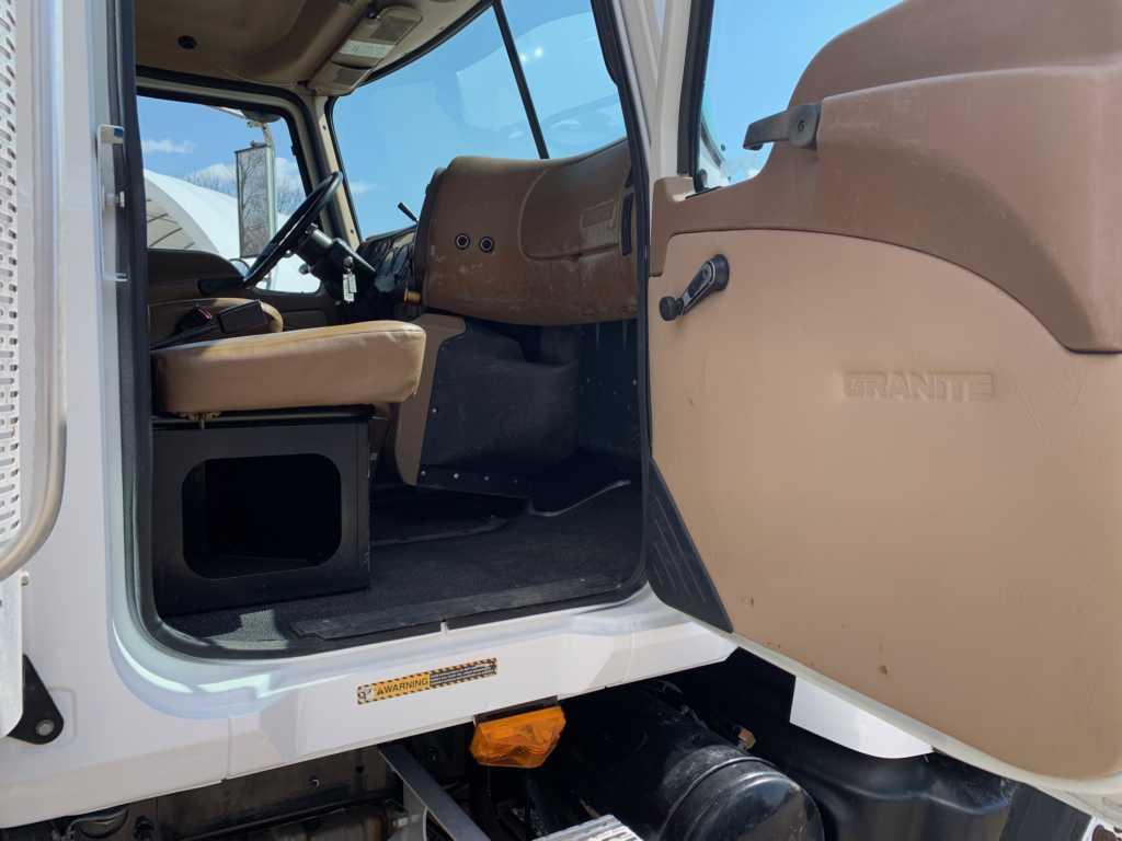 2004 Granite Dump 8901 (2)