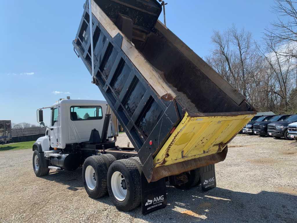 2004 Granite Dump 8901 (16)
